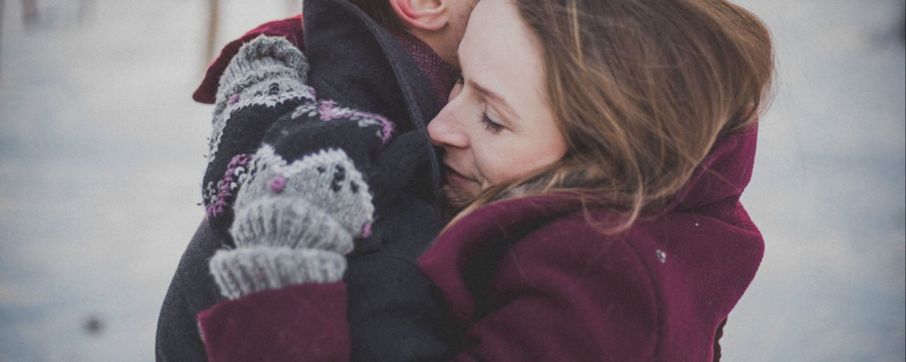 These 9 different types of hugs reveal what your relationship is really like